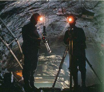 Trabajos de medición en interior de una mina